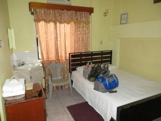 Belcove Hotel: Our room