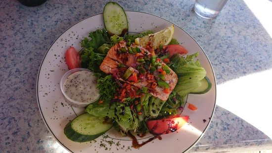 Zouk Bar-Billard : Salmon Salad with Maple Glaze
