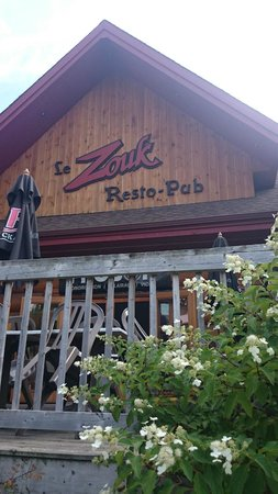 Zouk Bar-Billard : Zouk Resto Pub front entrance