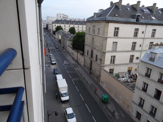 Ibis Paris Gare de Lyon Reuilly: View from window, Reuilly Diderot station is at the end of the street