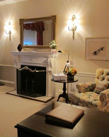 The Sherry-Netherland Hotel: Room 915