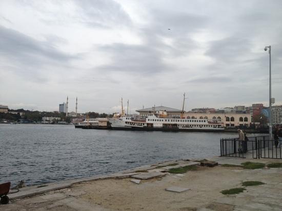Boats at Kadıköy pier - Foto di Kadikoy Istanbul Boga ...