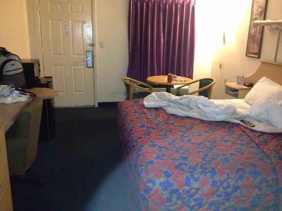 Red Roof Inn West Memphis: Inside My Room.