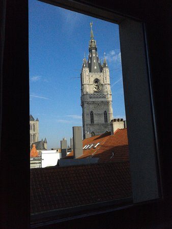 Ibis Gent Centrum St-Baafs Kathedraal : widows' view in the morning.