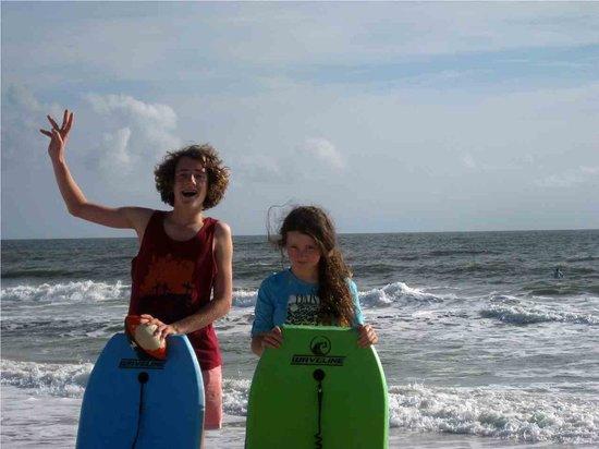 Hampton Inn St. Augustine Beach: kids on the beach, hire body boards