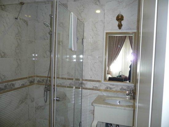 Leyenda Hotel: Bathroom