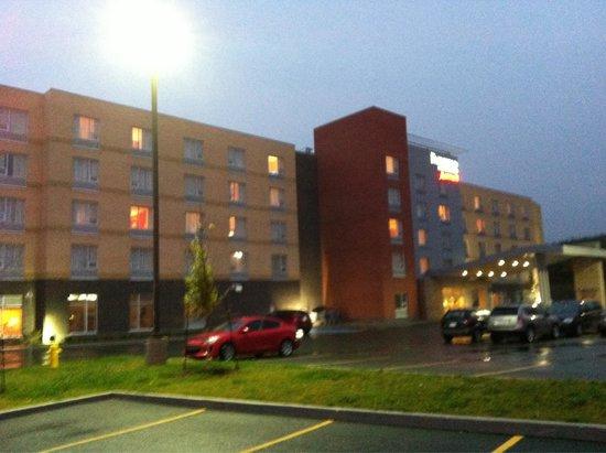Fairfield Inn & Suites St. John's Newfoundland: Hotel entrance on a foggy evening