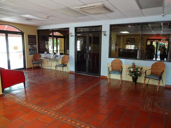 WesternBay Boqueron Beach Hotel: Lobby