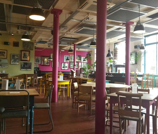 Thali Cafe Southville: Decor
