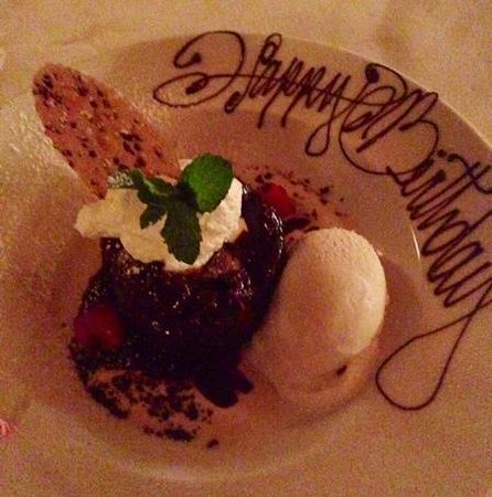 Pappas Bros. Steakhouse: chocolate molten cake with cinnamon ice cream