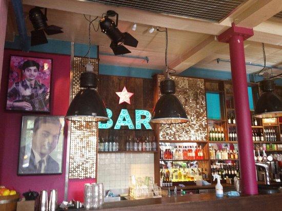 Thali Cafe Southville: Bar area