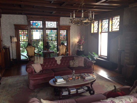 The Towers Bed & Breakfast: The Music Room