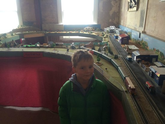 Oamaru's Victorian Precinct: Model Train upstairs near the printing press