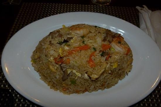 Thai One On Where East Meets West: riz thai accompagné de crevettes, boeuf et poulet