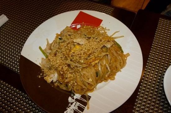 Thai One On Where East Meets West: nouilles sautées