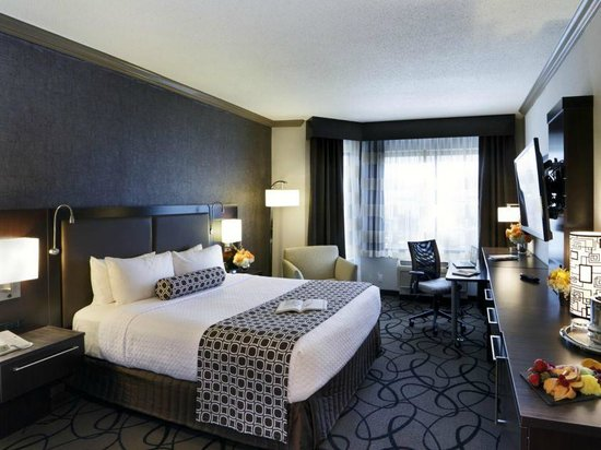 Crowne Plaza Hotel Boston - Natick: Our king room
