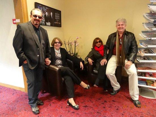 Mercure Paris Tour Eiffel Grenelle Hotel: Lobby com nossos amigos