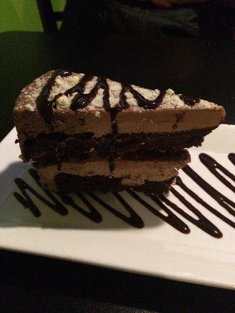 Blackie's Bulldog Tavern: delicious gfree choc layer cake