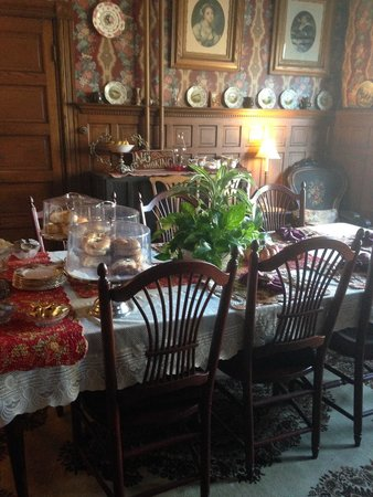 Captain Mey's Bed and Breakfast: dining room