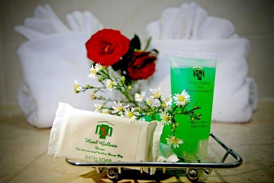 Hotel Galleria Davao : Bathroom amenities
