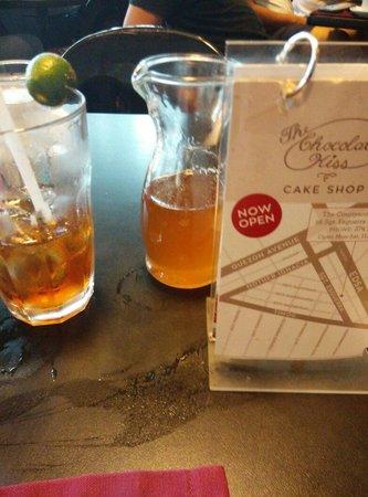 Chocolate Kiss Cafe: Nice cool iced tea
