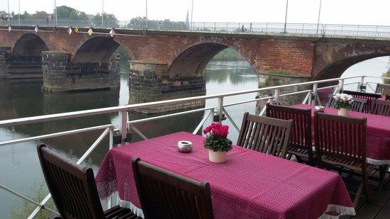 Hotel Römerbrücke: Вид из ресторана