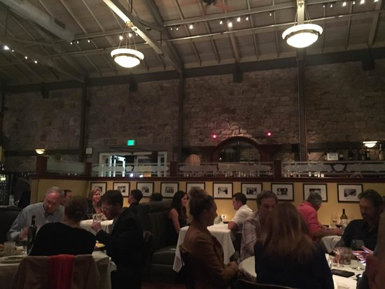Cole's Chop House: Warm and inviting restaurant
