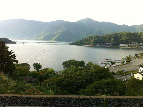 Lake Kawaguchi Ohashi Bridge: 全景。