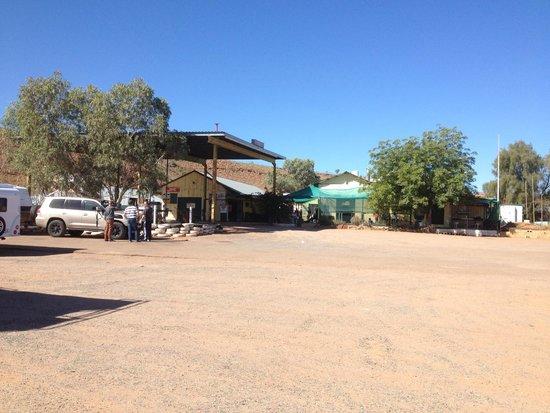 Barrow Creek, Úc: Front view of the Barow Creek Hotel