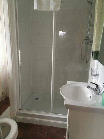 The Strathardle Inn : Bathroom