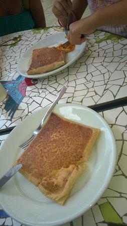 Chez Michou : Crepe de camarão com catupiry e frango com cheddar.