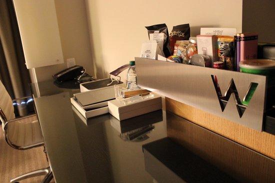 W Boston: Desk