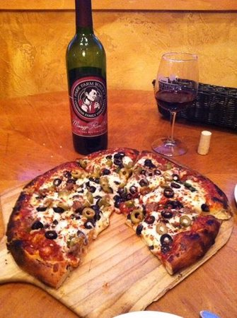 Park Farm Winery: Mississippi Red & Pizza