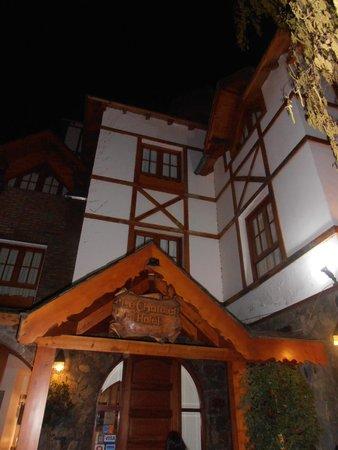 Le Chatelet: Vista de habitaciones del frente del hotel