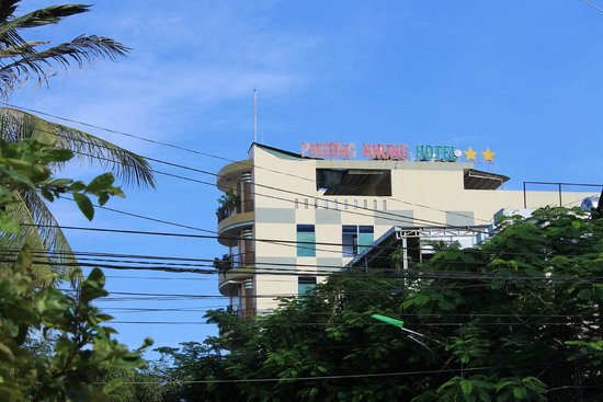 Phuong Nhung Hotel: Отель со стороны улицы