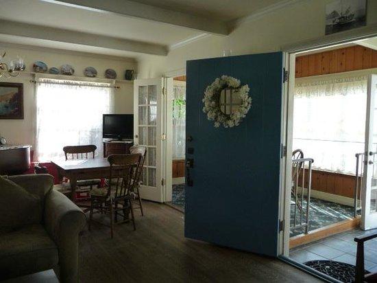 The Old Turner Inn: Dining/Living Room