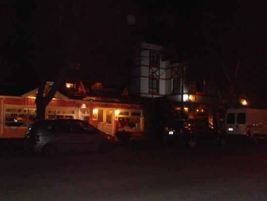Le Chatelet: Frente del hotel