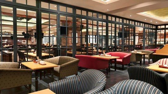 Paulaner Brauhaus: Paulaner Restaurant Lounge Area
