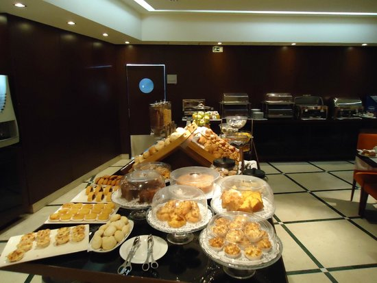 Turim Alameda Hotel: 朝食ビュッフェ