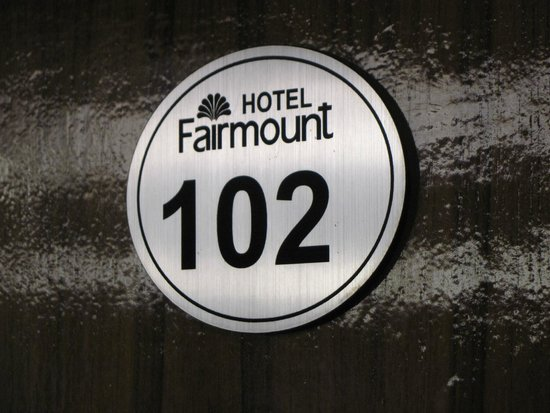 Fairmount Hotel: Room 102