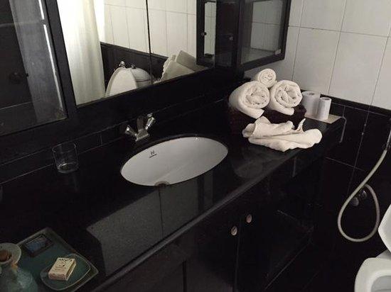 Footprint Bed & Breakfast: Bathroom