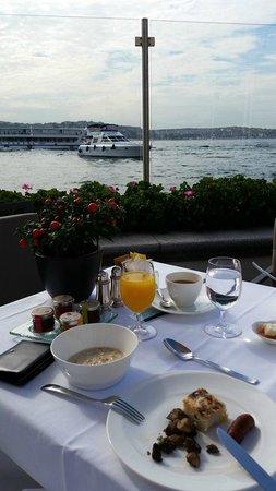 Four Seasons Istanbul at the Bosphorus: Breakfast along the Bosphorus