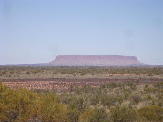 Territorio del Norte, Australia: Mount Conner on the way Ayres Rock/Uluru
