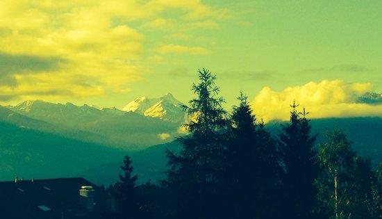 Hotel Art de Vivre: View of Alps in morning from balcony