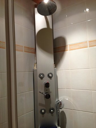 Hotel Art de Vivre: Hi-tech shower system