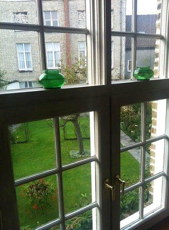 Auberge De Klasse: Dalla finestra del primo piano