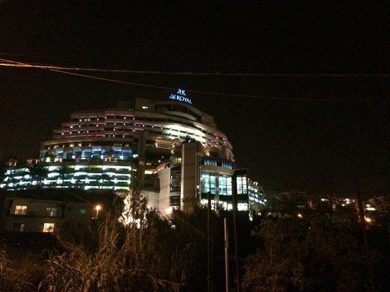 Le Royal Hotels & Resorts Beirut : Le Royal at night