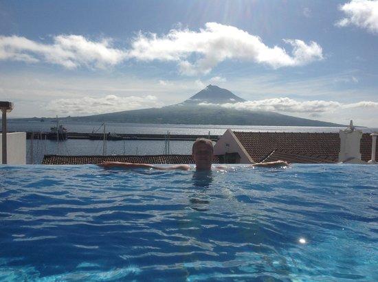 Azoris Faial Garden Resort Hotel: в бассейне с видом на Пику