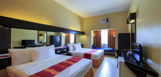 Microtel Inn & Suites by Wyndham Davao : 2-Queen Beds Room
