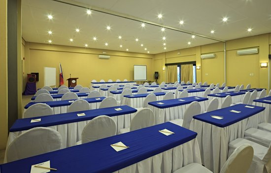 Microtel Inn & Suites by Wyndham Davao: Function Room